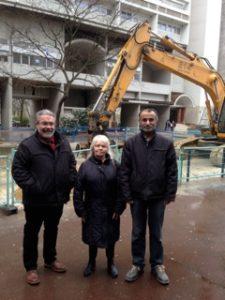 Avec Nicole Champeau, militante des Aubiers et Rasid Salman, maçon, candidat sur la liste Front de gauche.